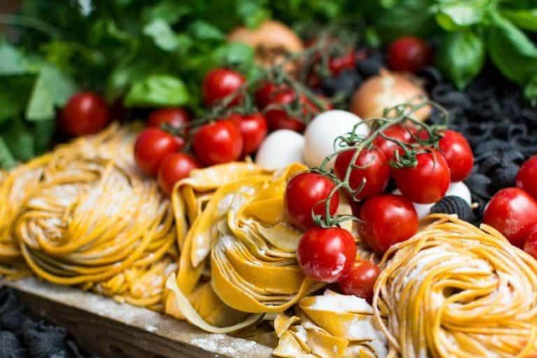Pasta, Tomaten und Mozzarella