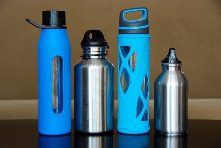 Trinkflaschen in verschiedenen Formen, Farben und Größen