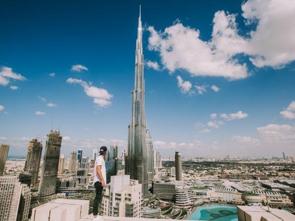 Burj Khalifa ist der höchste Wolkenkratzer der Welt und dominiert die Skyline Dubais. (Bildquelle: unsplash.com / denis harschi)