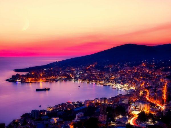 Die Westküste Albaniens besticht mit wunderschönen Stränden und Ausblicken auf diese. (Bildquelle: pixabay.com / 12019)