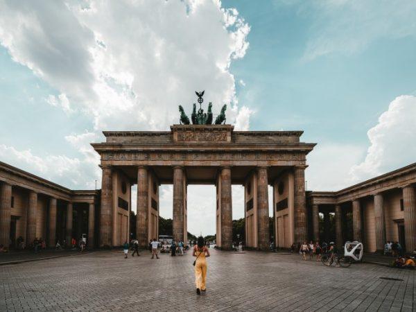 Das Brandenburger Tor ist eines der beliebtesten Sehenswürdigkeiten Berlins. (Bildquelle: unsplash / Claudio Schwarz)